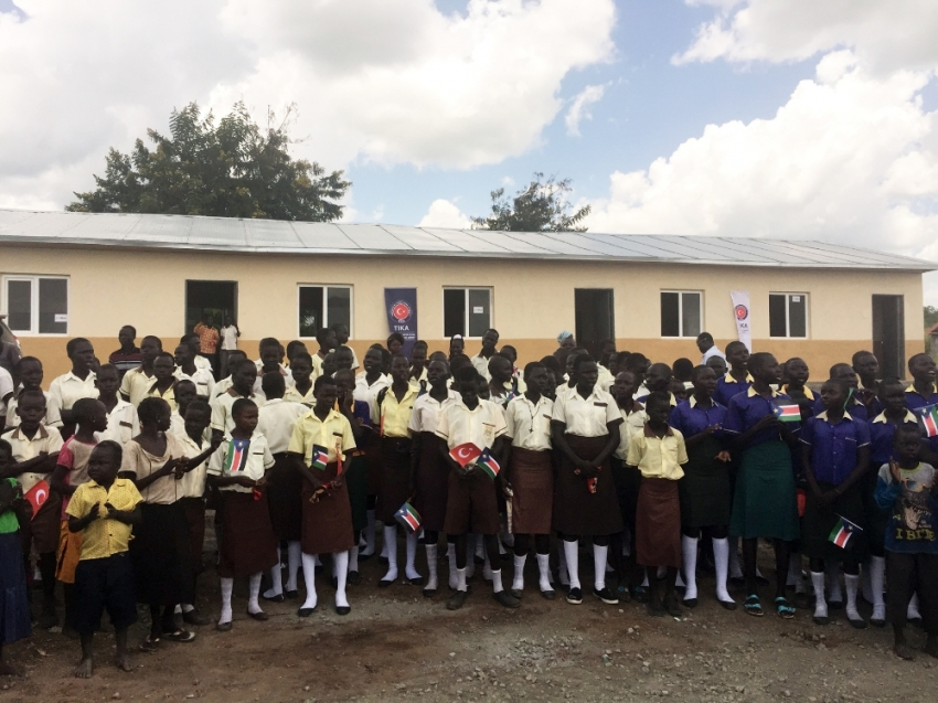 Güney Sudanlı öğrenciler yeni okullarına kavuştu