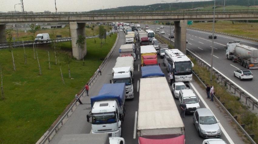 İstanbul-Ankara yolunda 25 kilometrelik araç kuyruğu