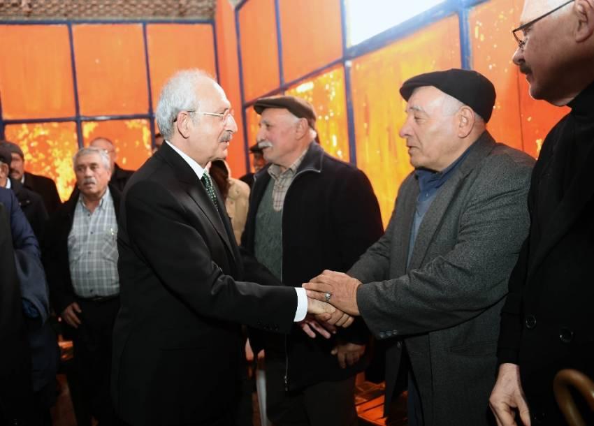 Kılıçdaroğlu'ndan şehit adliye çalışanının ailesine ziyaret