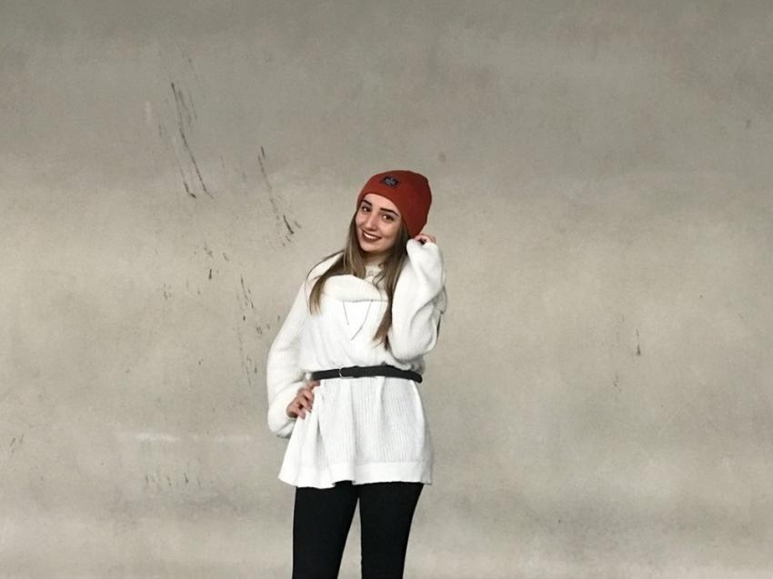 Manisa'da kayalıklardan düşen genç kız hayatını kaybetti