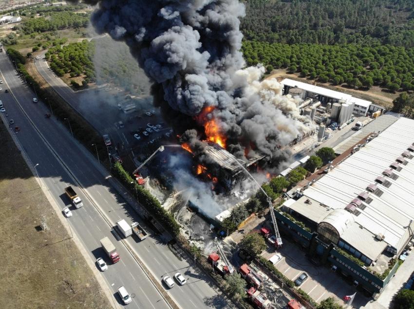 Tuzla'daki fabrika yangını kısmen kontrol altına alındı