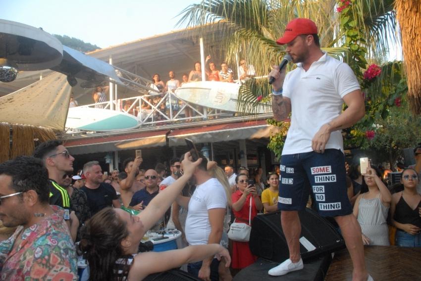 Sinan Akçıl'dan plaj konseri