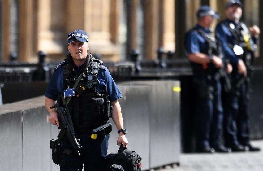İngiltere'de kamyon kasasında 39 ceset bulundu