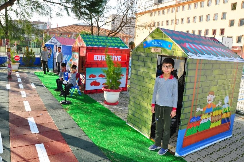 Minik öğrenciler 'Hayat Oyunu'yla hayata hazırlanıyor