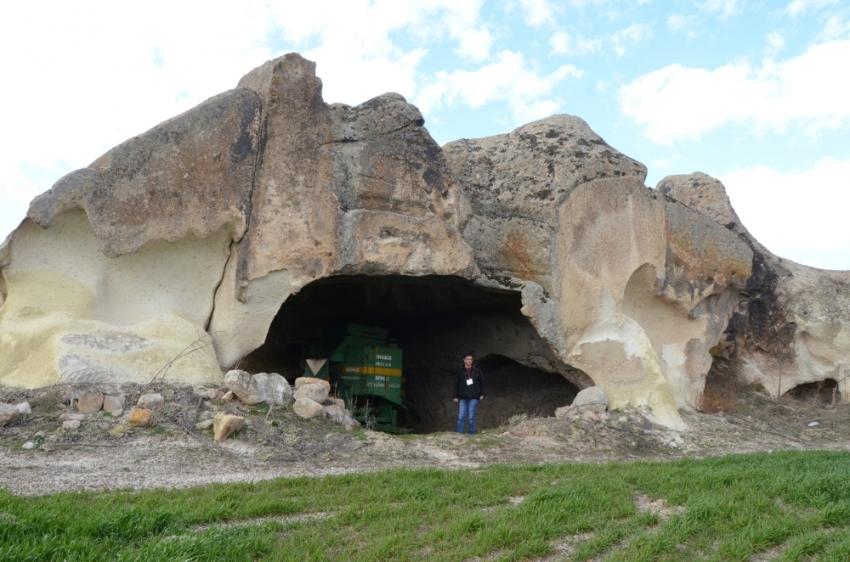 Zindanda bulunan binlerce yıllık izler