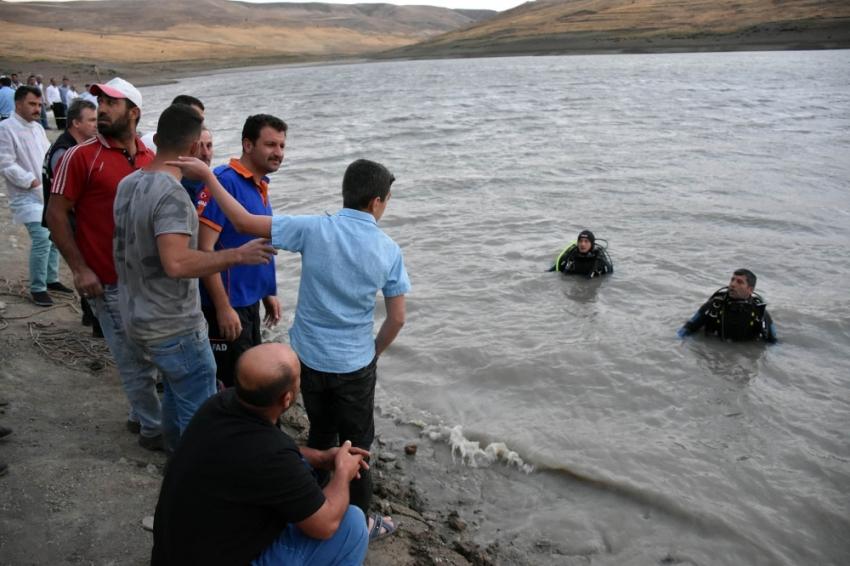 Serinlemek için girdiği gölette can verdi