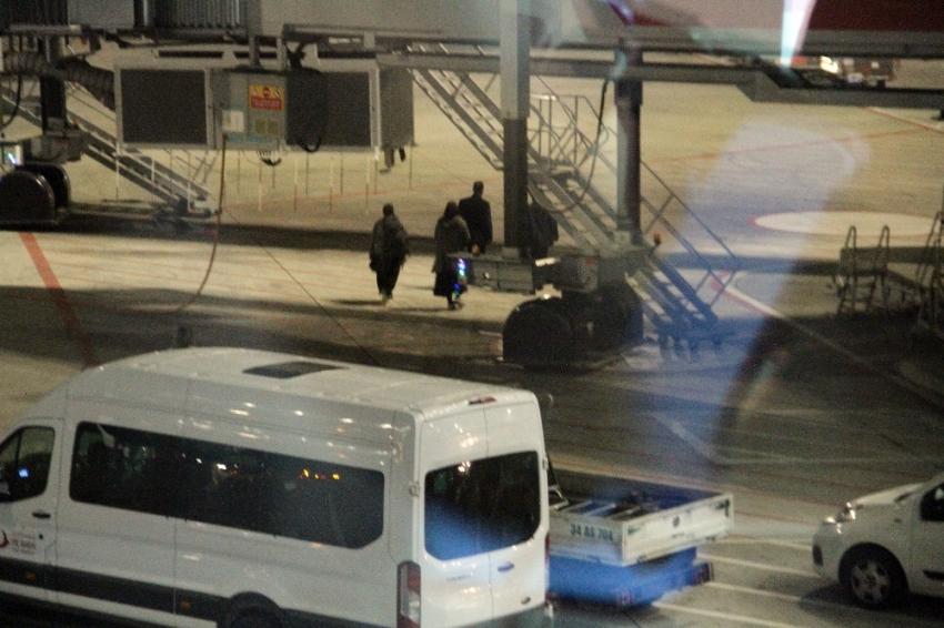 DEAŞ'lı iki kadın terörist ülkelerine gönderildi