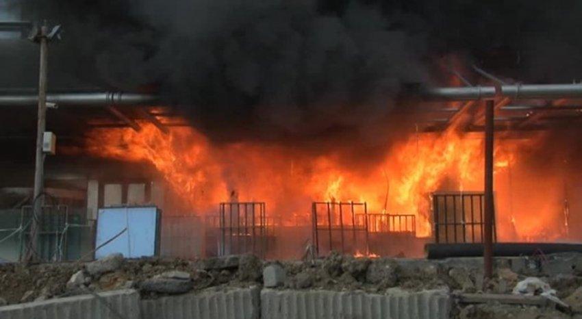 Otel inşaatında korkutan yangın