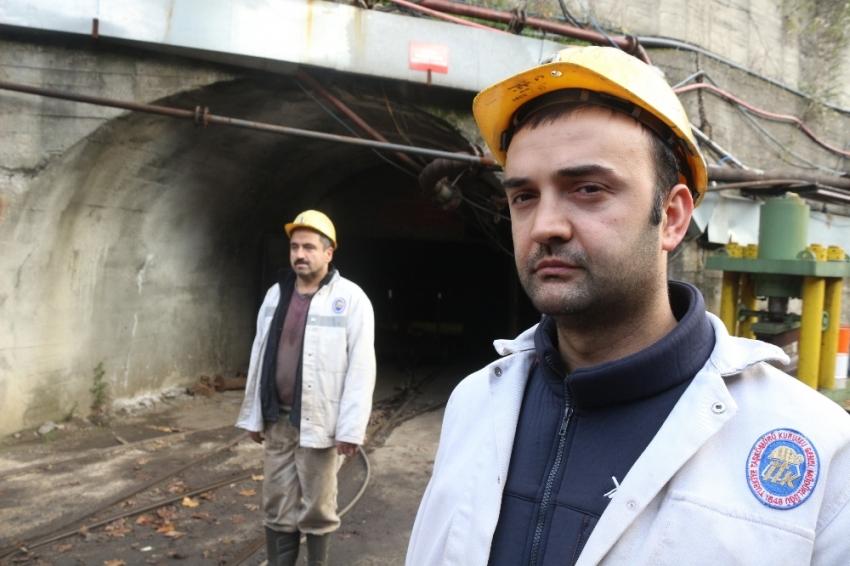 Maden işçileri Atatürk'ü andı