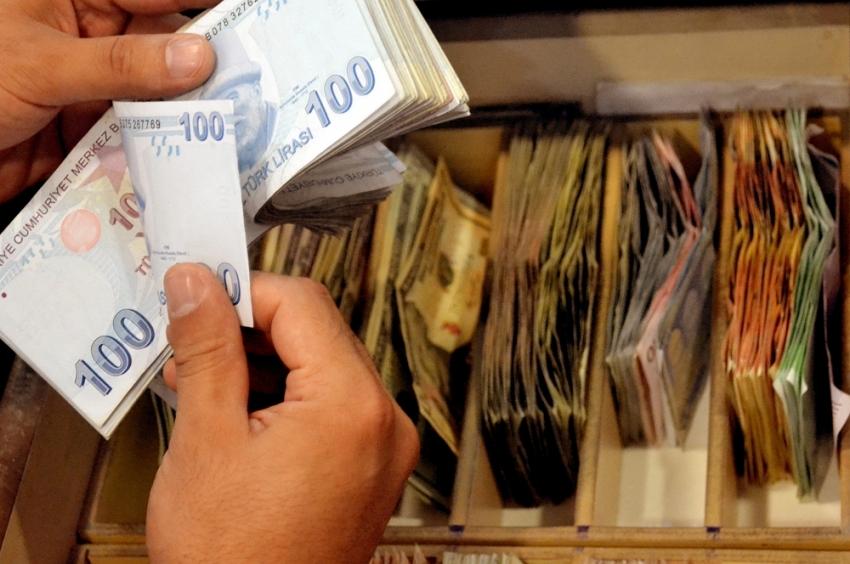 Bütçe Ağustos'ta 576 milyon TL fazla verdi
