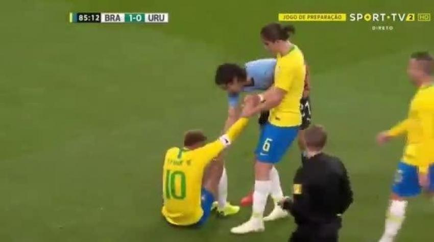 Cavani ve Neymar birbirine girdi!