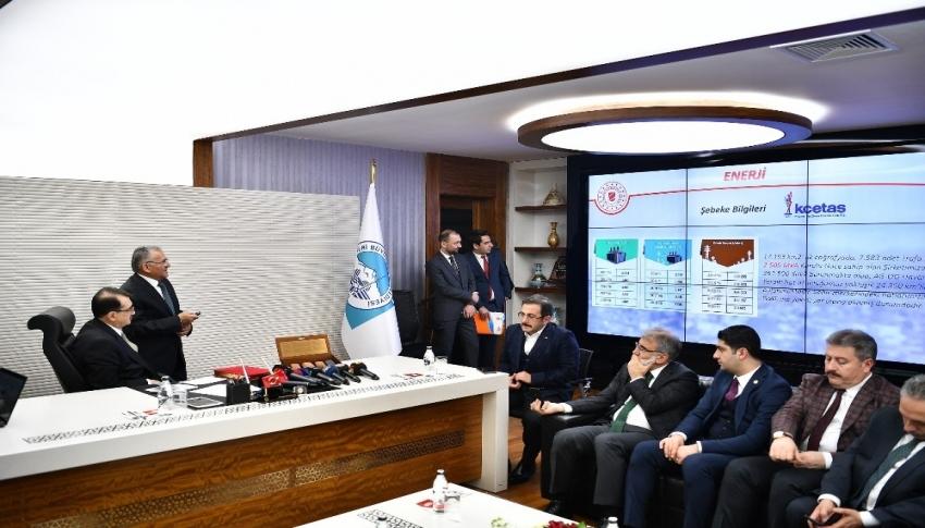 Bakan Dönmez, Başkan Büyükkılıç'ı ziyaret etti