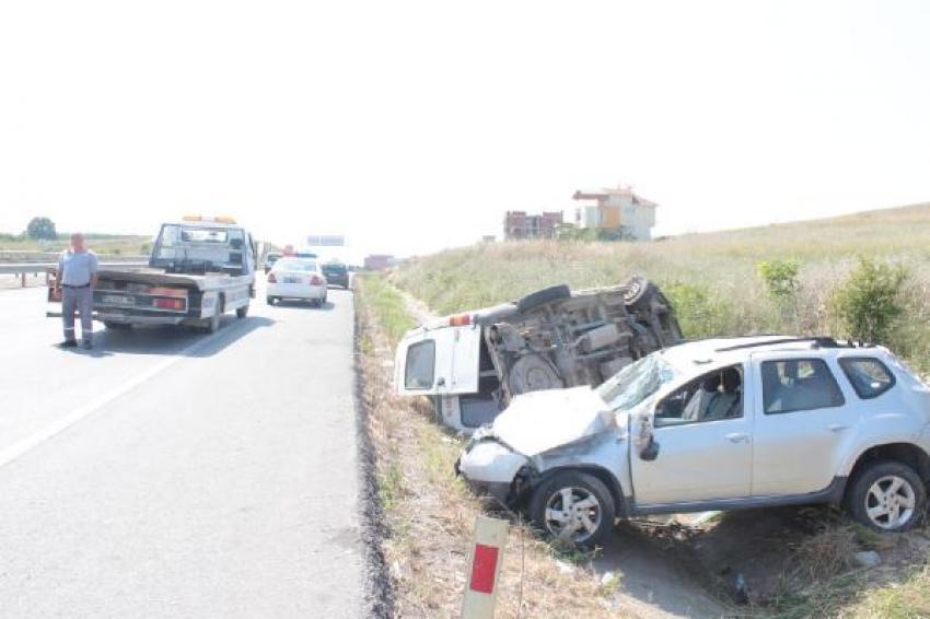 Bursa'da servis aracına otomobil çarptı: 16 yaralı