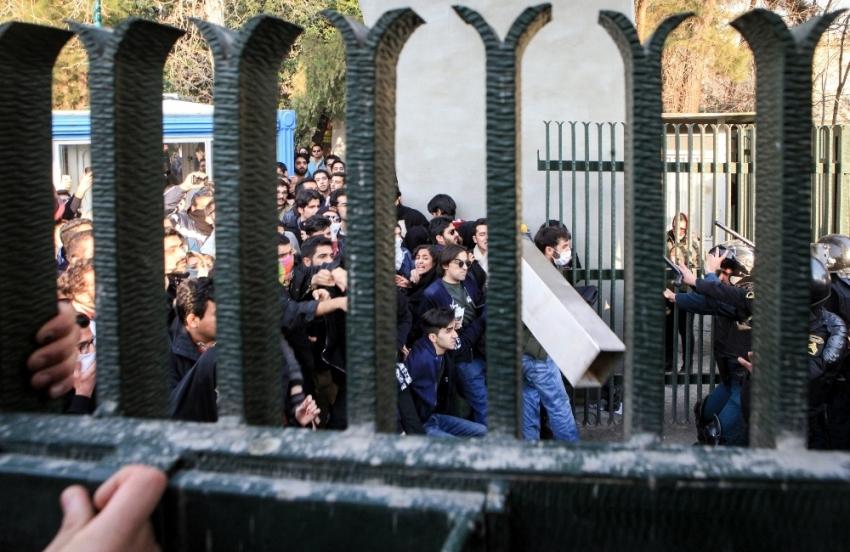 İran'da 3 bin 700 gözaltı