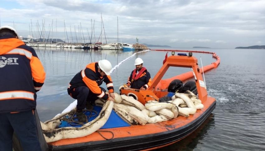 Urla limanında temizleme çalışmaları sürüyor