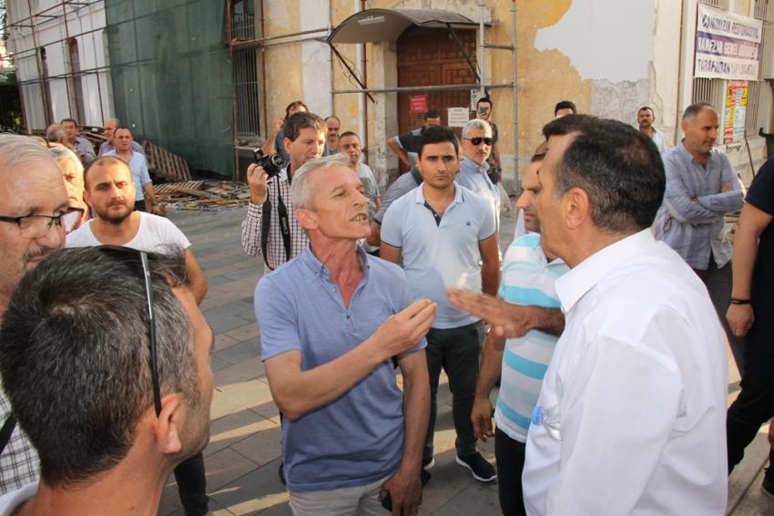 Ahmet Davutoğlu Sakarya'da protesto edildi