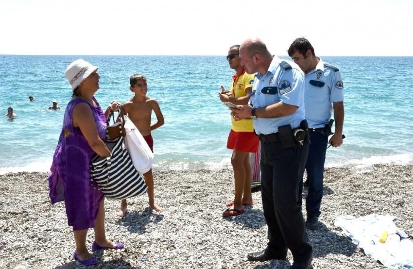 3,5 saat denizde kalınca polis alarma geçti