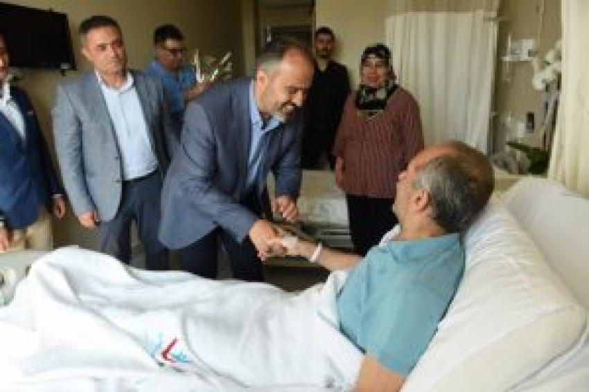 Aktaş'tan hastalara bayram ziyareti