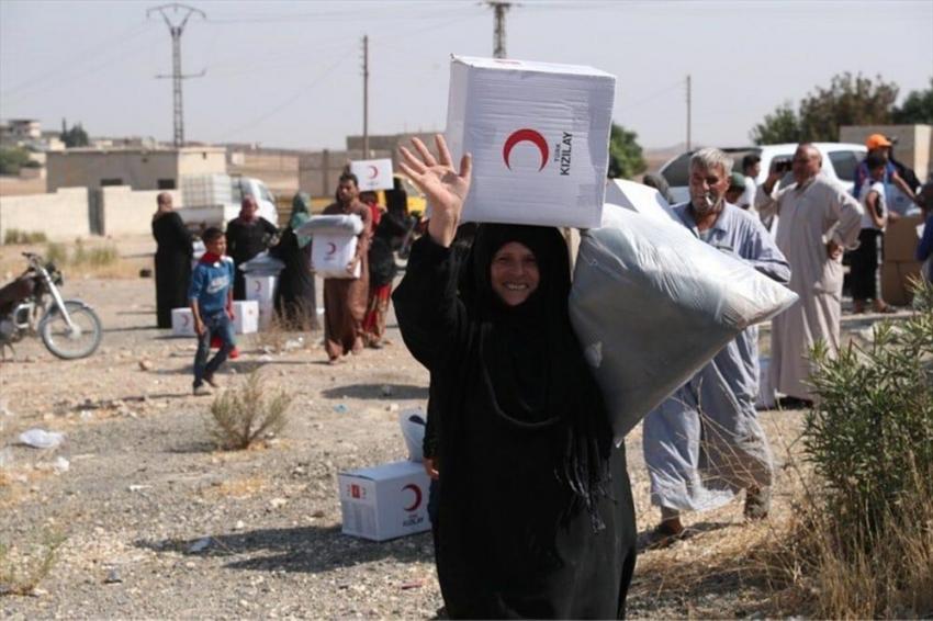 İşgalden kurtarılan Tel Abyad'ta yardım malzemeleri dağıtılıyor