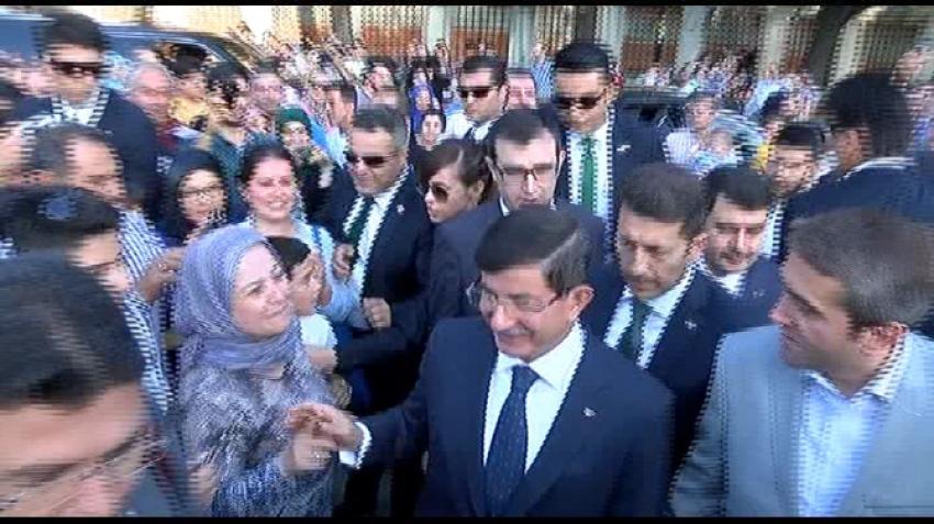 Davutoğlu'na Sultanahmet'te yoğun ilgi
