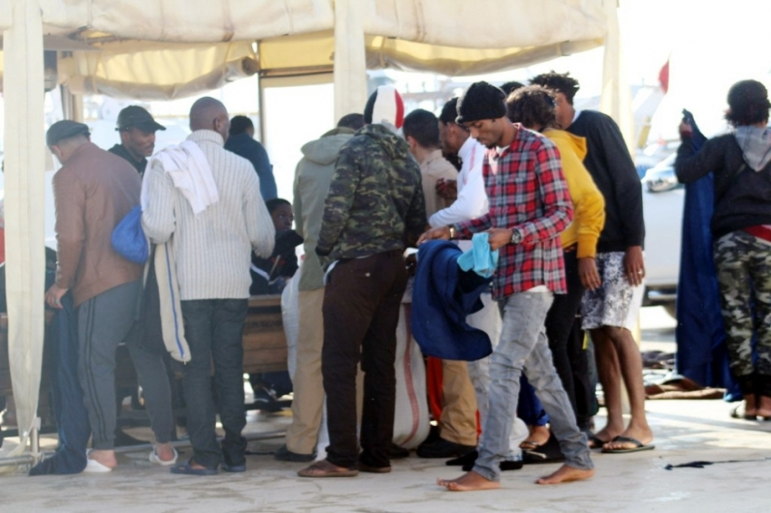 Ayvalık'ta 55 kaçak göçmen yakalandı