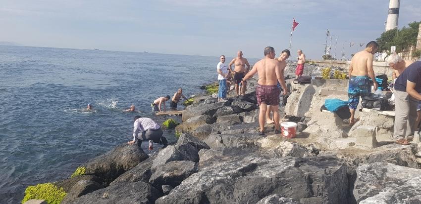 40 yıldır denizde bayramlaşıyorlar