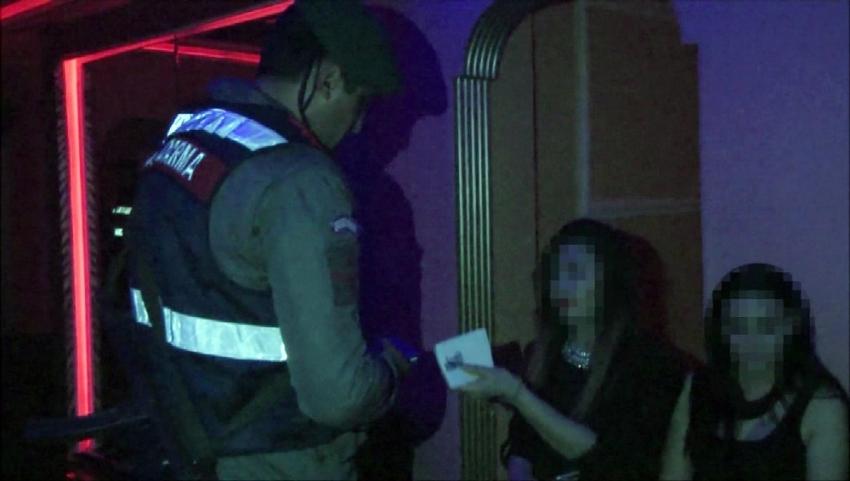 Yabancı kadınlara zorla fuhuş yaptıran çete çökertildi