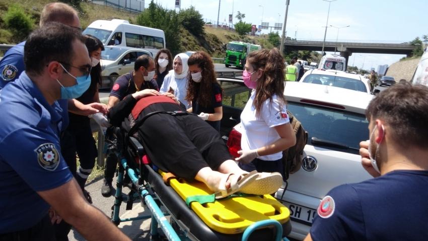Zincirleme kaza: 5 araç birbirine girdi, 2 kişi yaralandı