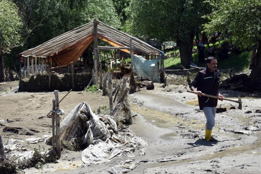 Muş'taki sel faciasının ardından çalışmalar sürüyor