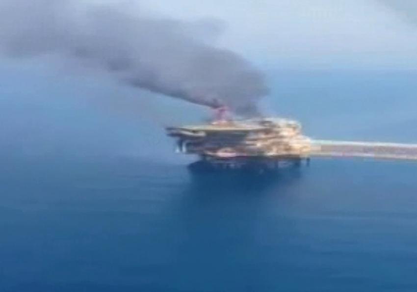 İran'a ait petrol çıkartma tesisinde yangın