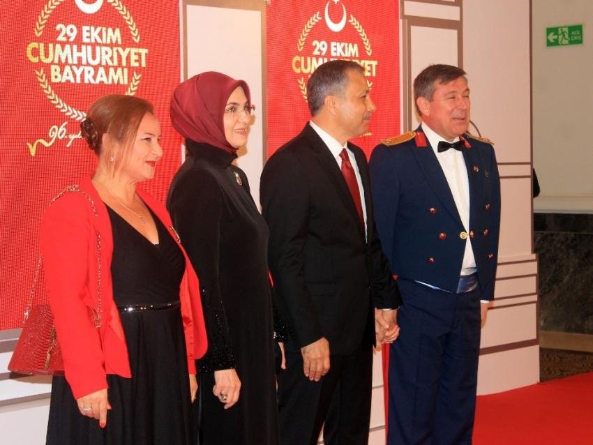 İstanbul Valisi Yerlikaya'dan Cumhuriyet resepsiyonu