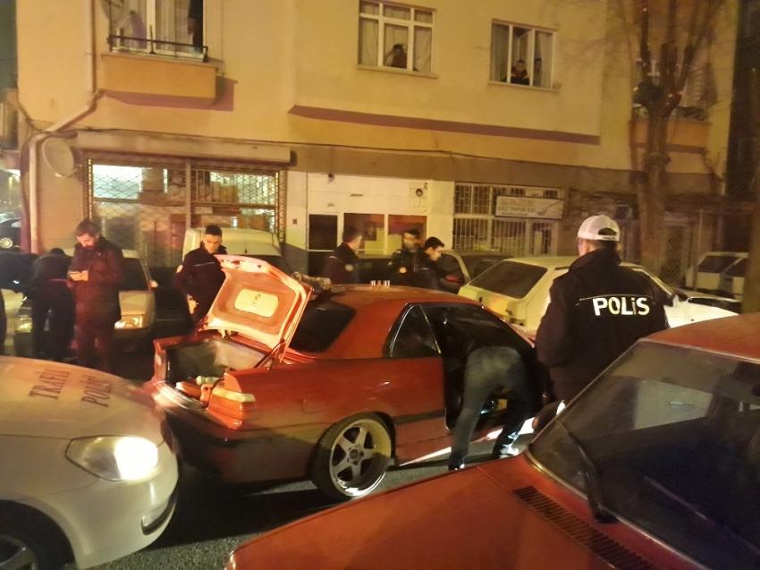 Hırsız polis kovalamacası kazayla bitti