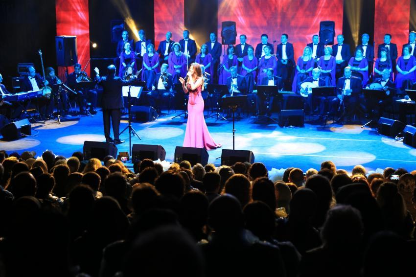Yağmur altında Türk sanat müziği gecesi