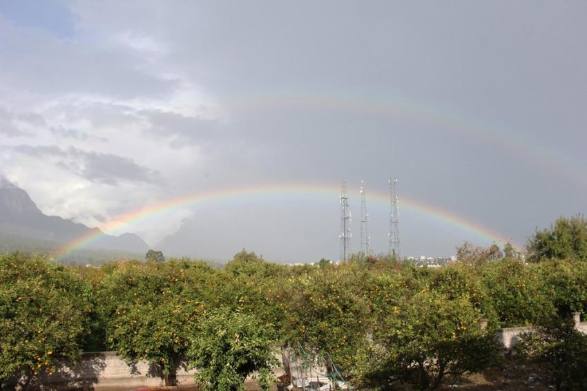 Yağmurun ardından beliren gökkuşağı hayran bıraktı