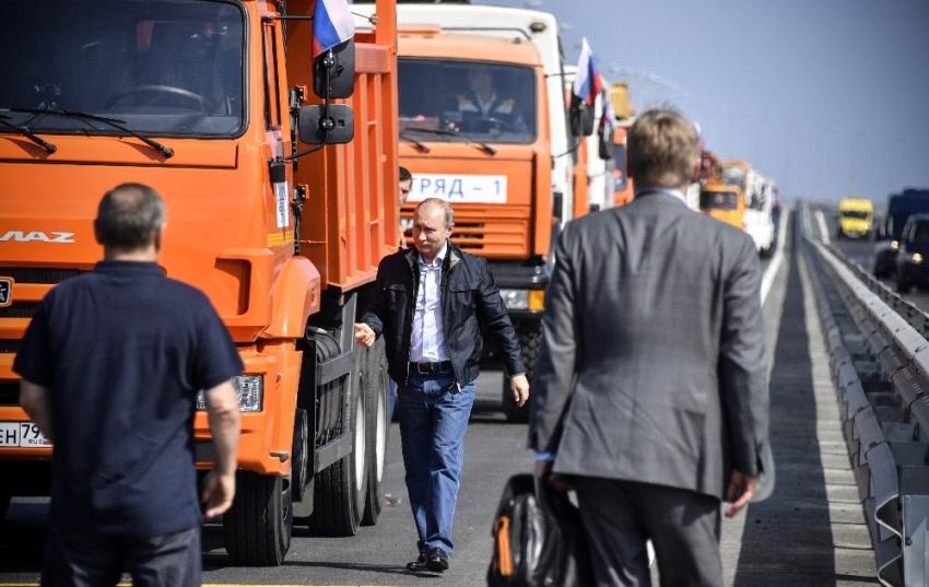 Rusya'nın yeni sembolü olacak köprüyü Putin açtı