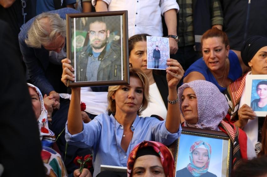 Sanat camiasından ailelerin HDP önündeki eylemine destek