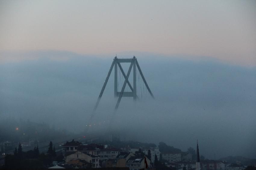 Boğaziçi Köprüsü sise teslim oldu
