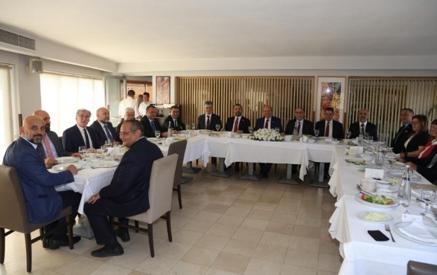 KKTC Başbakanı Tatar, RTÜK ve YYK Yönetim Kurulu ve üyelerine yemek verdi