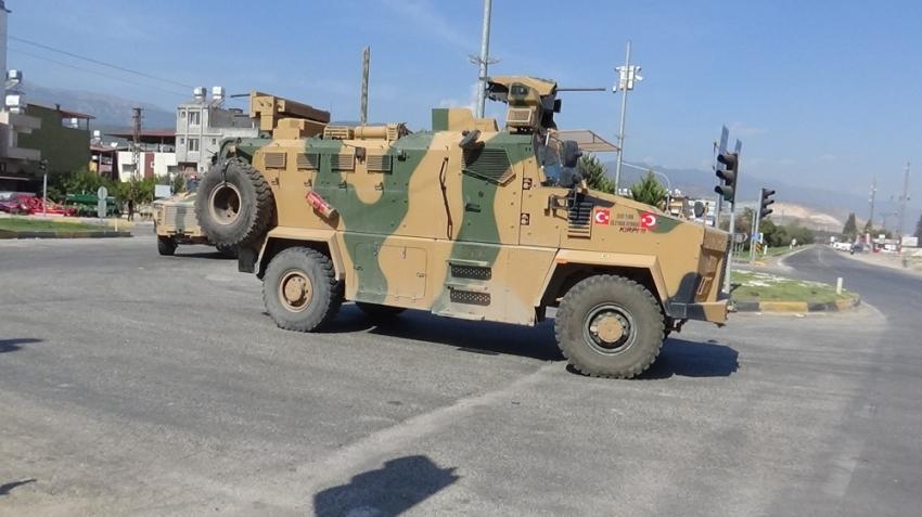 Sınıra zırhlı personel taşıyıcı sevkıyatı