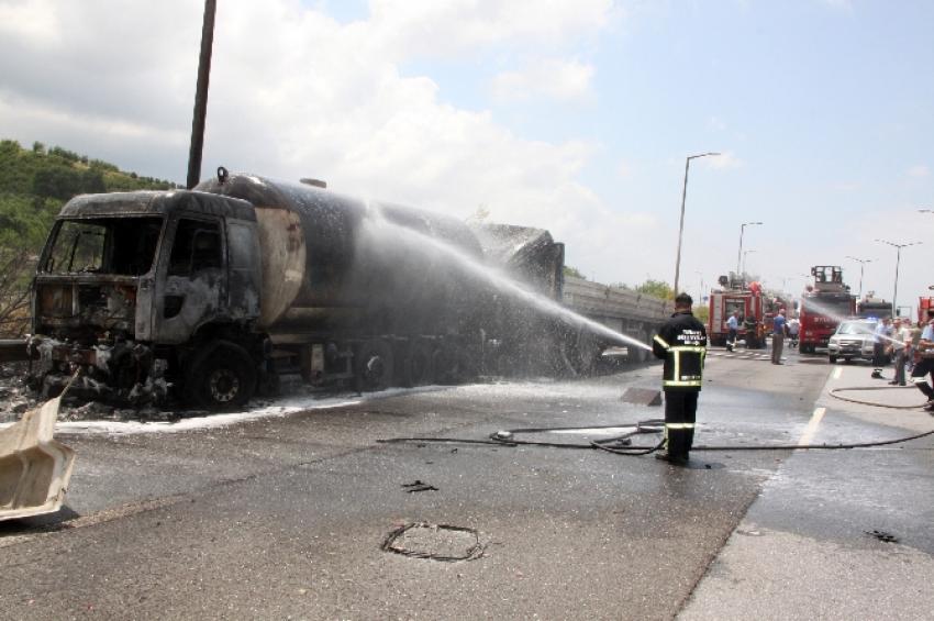 TIR, LPG yüklü tankere çarptı!