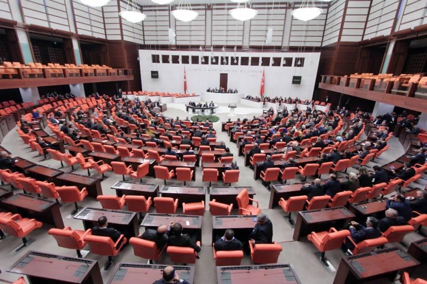 Meclis'te kelepçeli eylem: Tabii ki Aylin Nazlıaka