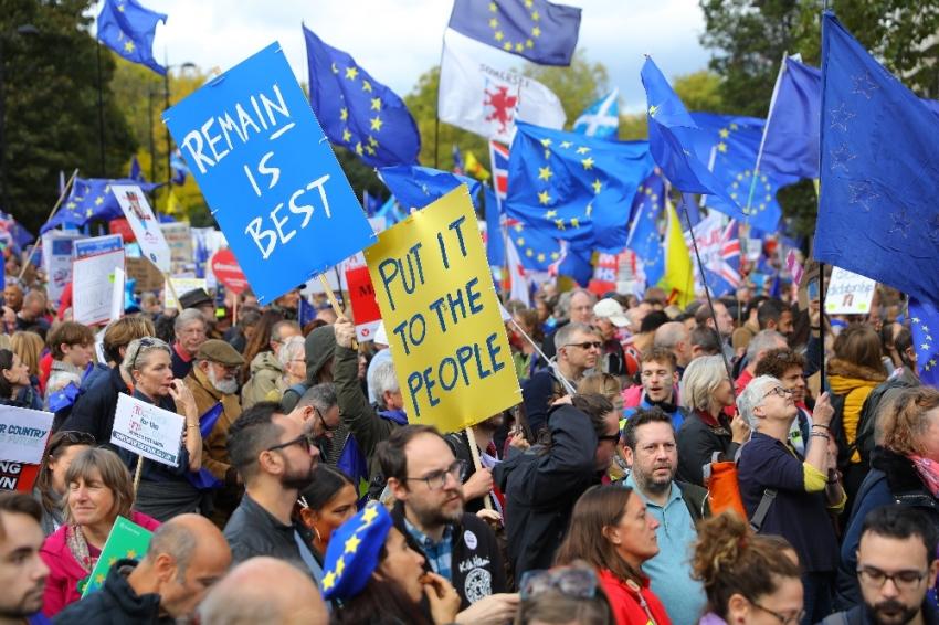 Brexit karşıtı yüz binlerce kişi sokağa döküldü