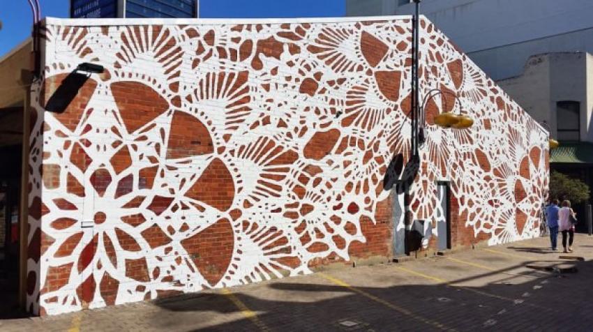 Sokaklarda dantel sanatı