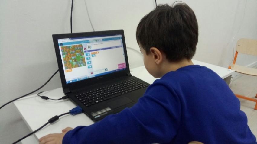 Okuma yazma öğrenmeden kodlamayı öğreniyorlar