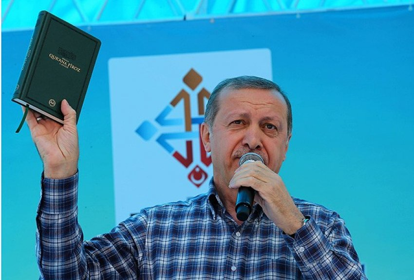 """""""Kamplarda Zerdüşt dininin eğitimini veriyorlar"""""""