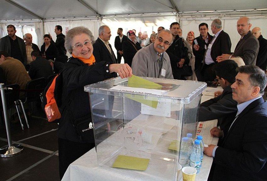 Almanya'da ilk gün kaç kişi oy kullanıldı?