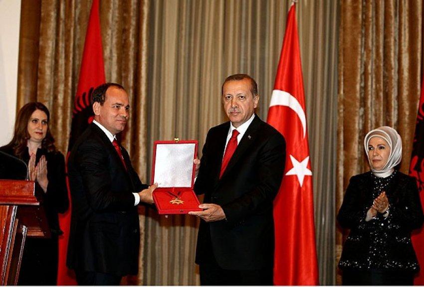 """Erdoğan'a """"Ulusal Bayrak Nişanı"""""""