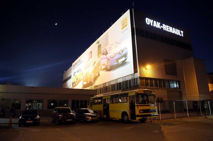 Renault işçisi, fabrikayı boşaltıyor