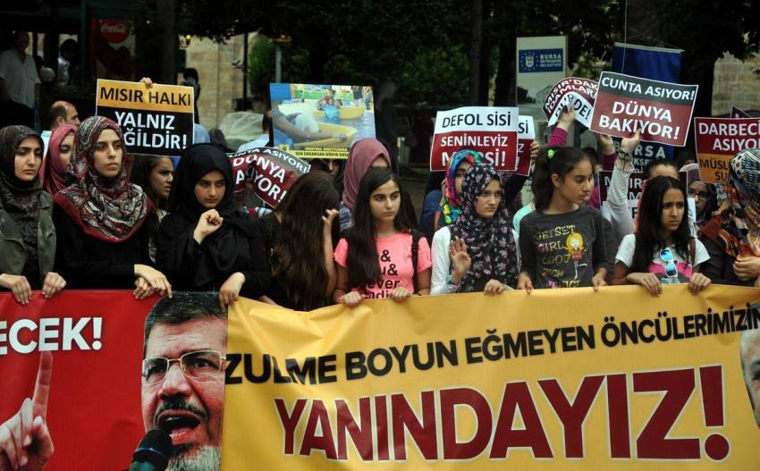 Bursa'da Mursi'nin idam cezası kararına protesto