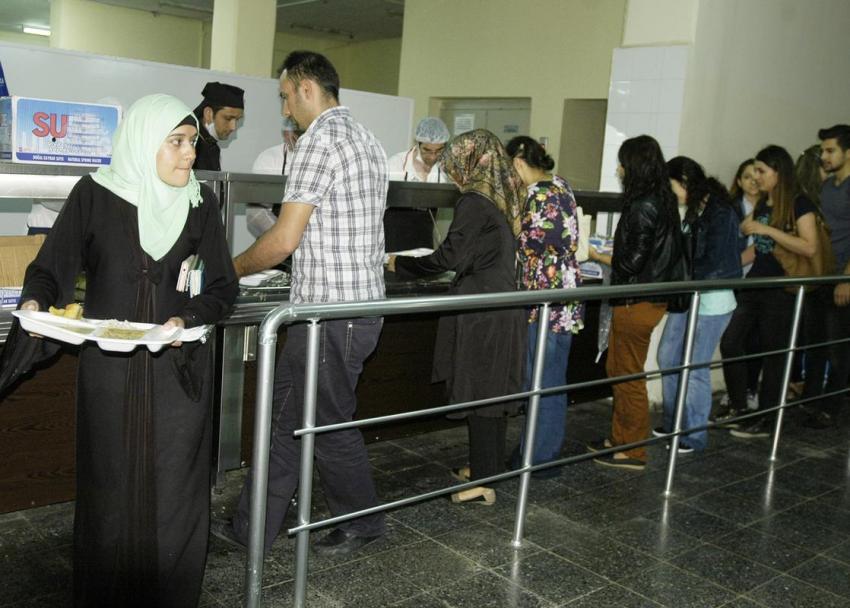 Uludağ Üniversitesi'nde her akşam iftar veriliyor
